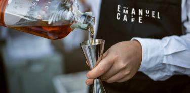 lettera7_emanuel-cafe_bartender-2